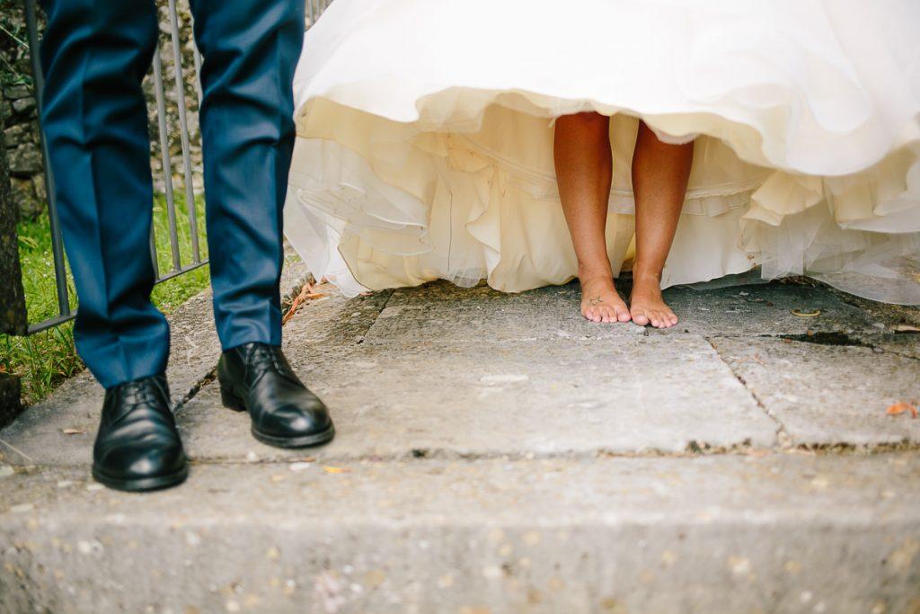sposa a piedi nudi