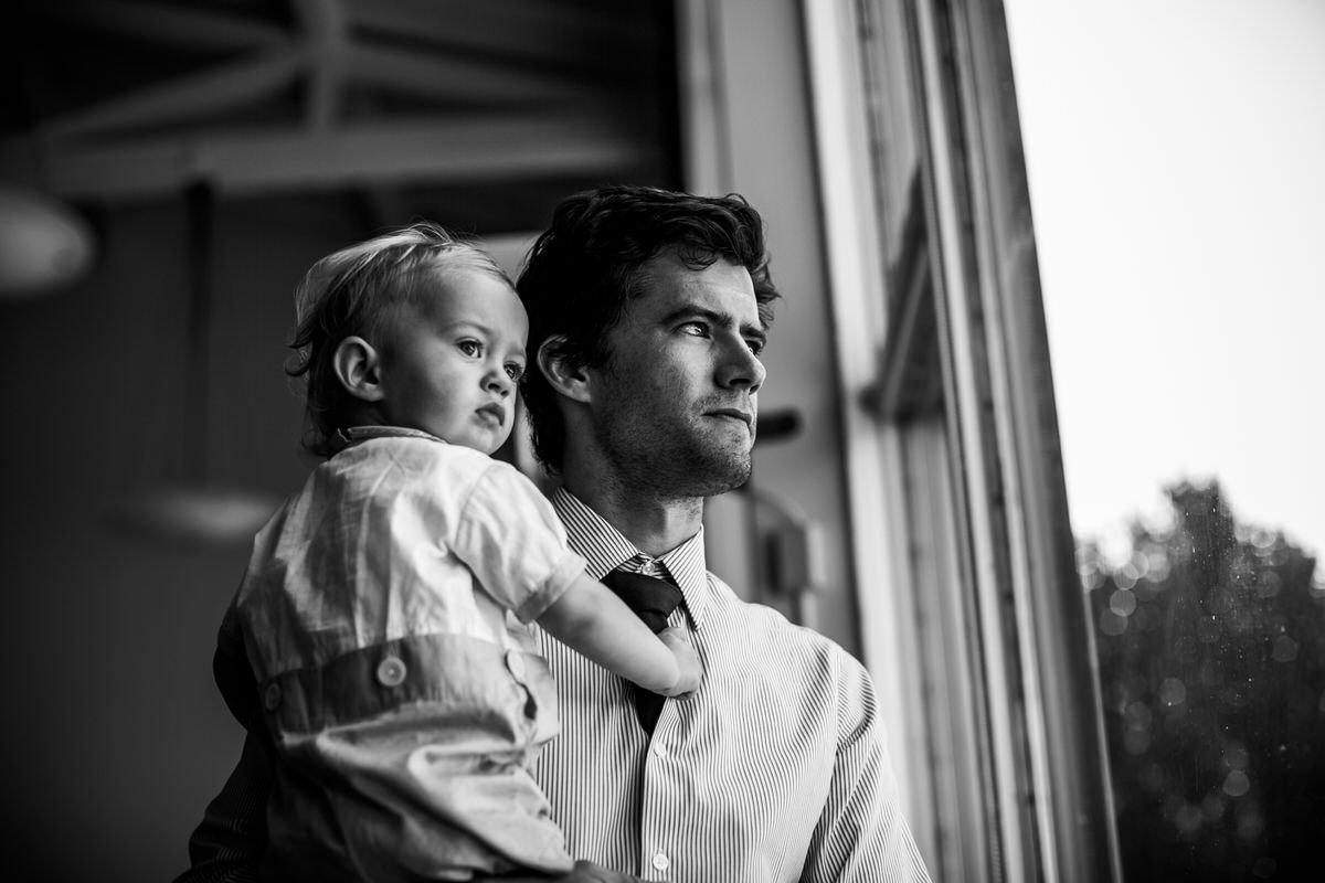 padre e figlio al matrimonio