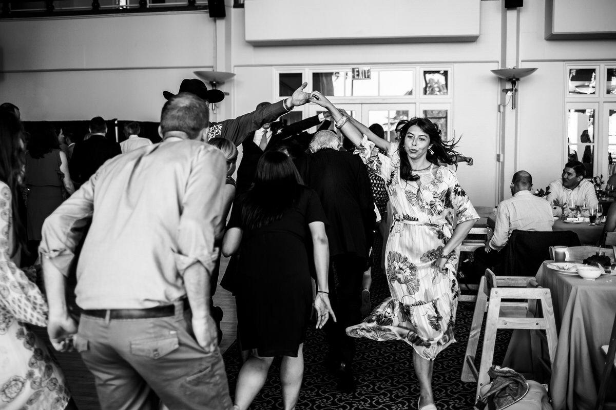 balli folk durante il matrimonio